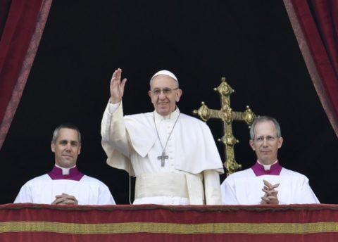 """Papa resalta la """"tenacidad"""" para buscar la paz en Colombia"""