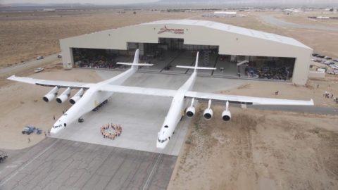 El avión más grande de la historia es revelado por primera vez al mundo
