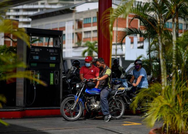 Opositores venezolanos no deberían usar gasolina de Irán: ministra de Maduro