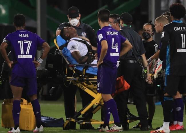 Video: el fuerte golpe en el cuello que recibió el colombiano Andrés Reyes en la MLS