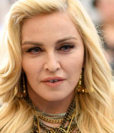 Madonna desafía censura de redes sociales con inesperado topless
