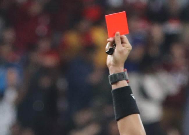 Toser de forma deliberada será sancionable con la tarjeta roja