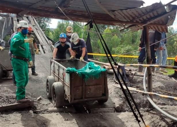 Rescatan con vida a mineros atrapados en mina de Tuta, Boyacá