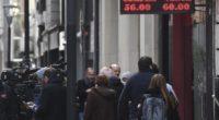 El valor del peso argentino se desploma y golpea al peso colombiano