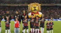 ¡Jogo bonito! La asistencia, sin mirar, de Ronaldinho en el Santa Fe 2-0 Nacional