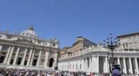 """Escándalo en el Vaticano por """"transacciones ilegales"""" en compras inmobiliarias"""