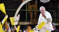 El papa denuncia en Tailandia el flagelo de la prostitución de niños y mujeres