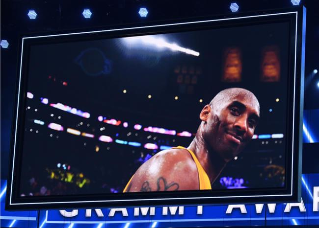 Video: El conmovedor homenaje a Kobe Bryant en los Grammy