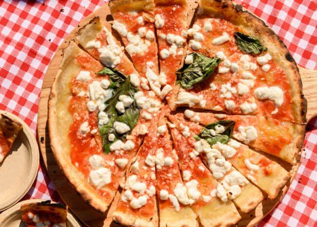 Piden 18 años de prisión por escupir en una pizza antes de entregarla al cliente