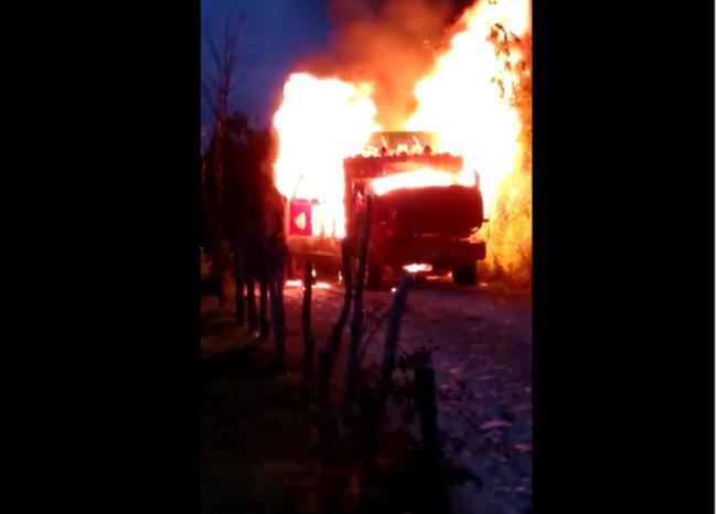 Delincuentes quemaron vehículo en zona rural de Campamento