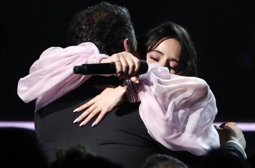 Emotivo momento en que Camila Cabello hizo llorar a su padre en los Grammy