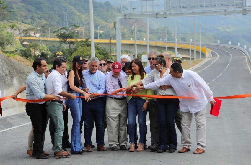 Duque inaugura nuevos tramos de la doble calzada de la vía al Llano