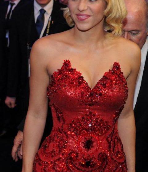 Shakira sorprende al cantar 'La cuchilla' de Las Hermanitas Calle en su documental