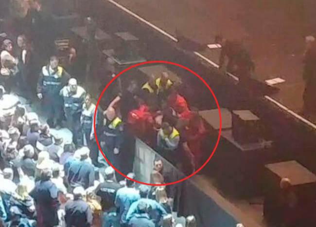 Video: Joaquín Sabina se cayó del escenario en pleno concierto y despertó preocupación