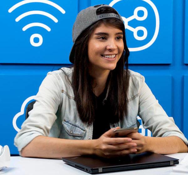 Reto: ¿cómo le va a una youtuber joven usando tecnologías 'vintage' o 'antiguas'?