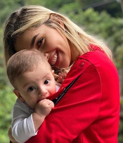 FAMOSOS «Lo que pasa cuando le dejas el bebé al papá»: Salvador sorprende a Melina Ramírez con su primera palabra