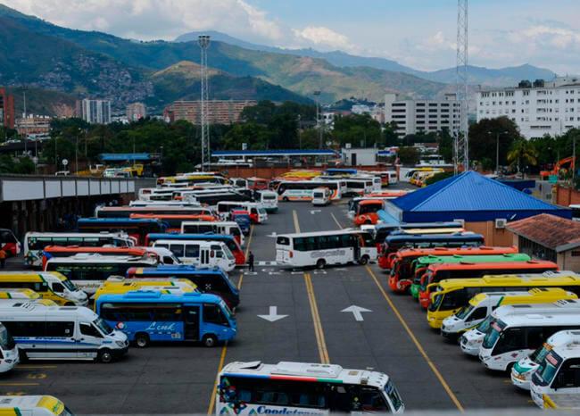 Paro armado afecta transporte de pasajeros desde Cali al suroccidente de Colombia