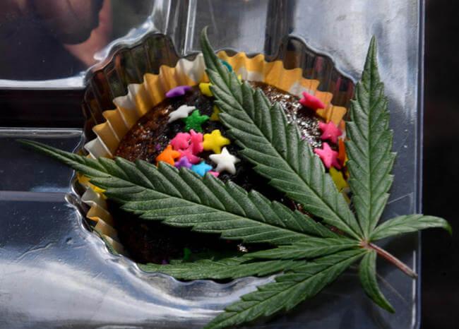 Marihuana en torta de fiesta escolar desata críticas y una investigación