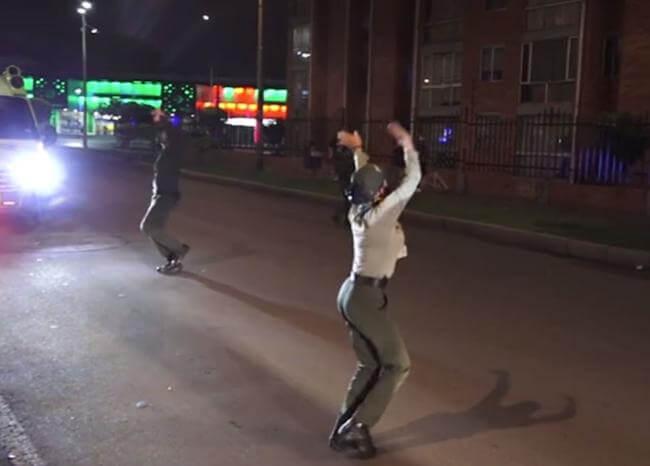 A ritmo de música y baile, Policía anima pausas activas en cuarentena