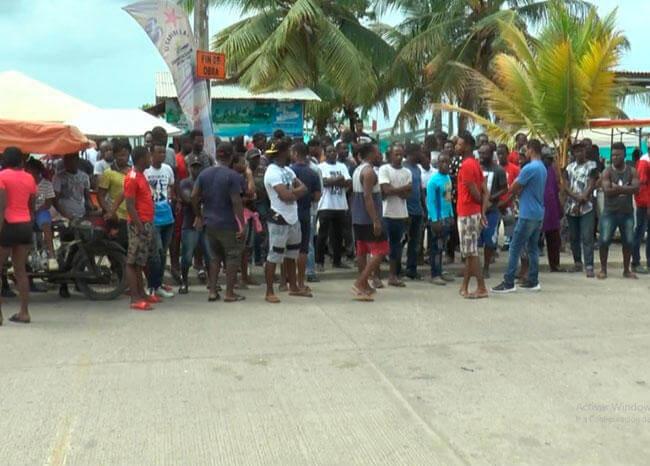 Migrantes con problemas para pasar de Colombia a Panamá por controles de coronavirus