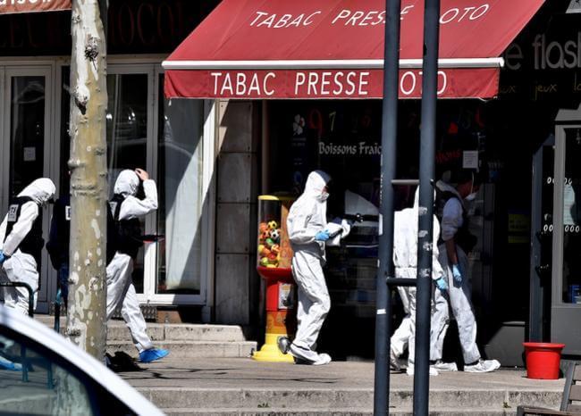 Dos muertos y siete heridos por ataque de hombre con cuchillo en Francia