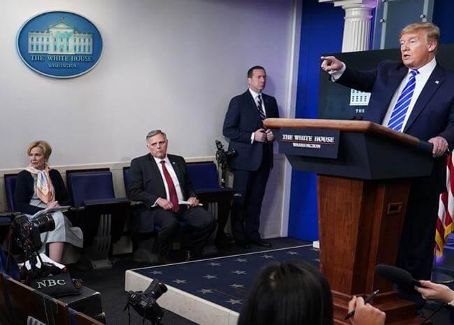 """Trump sugiere combatir el COVID-19 inyectando desinfectante o con """"una luz tremenda"""""""