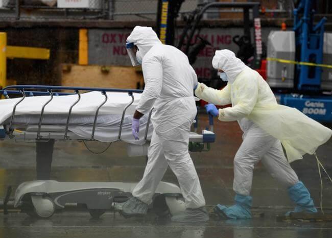 Encuentran decenas de cadáveres en descomposición en camiones de Nueva York