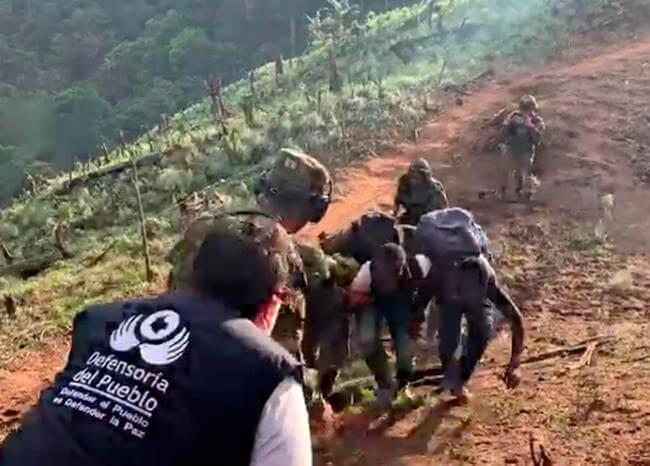Rescatan en helicóptero a ocho campesinos amenazados de muerte en el Cauca