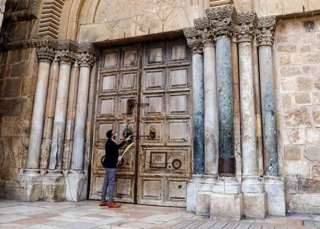 Por coronavirus, en plena Semana Santa, cierran el Santo Sepulcro en Jerusalén