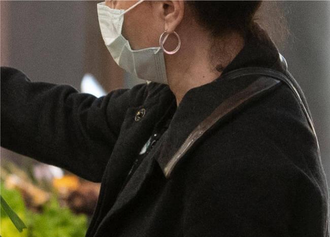Impresionante video demuestra que no usar tapabocas facilita contagio de COVID-19
