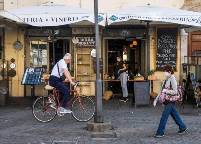 Las estrictas reglas para el regreso de restaurantes y playas en Italia
