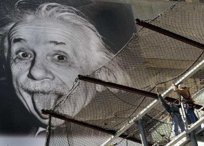 Subastan la copia más antigua del 'Einstein sacando la lengua'