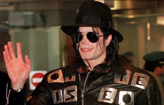 Juez ordena la devolución de 6,9 millones de dólares a productor de Michael Jackson