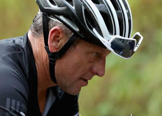 """Del podio del Tour de Francia a la desgracia, Armstrong lamenta no """"ser mejor hombre"""""""