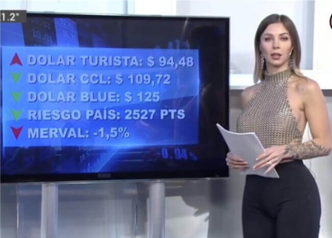 """""""Evolucionen"""", responde presentadora a críticas por salir con top transparente en TV"""
