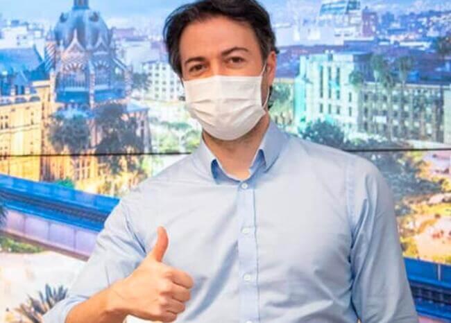 Si no hay síntomas graves de COVID-19 seguiré trabajando: alcalde Daniel Quintero