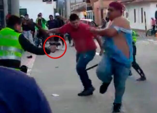 Investigarán actuación de policía que disparó a venezolanos que lo agredieron