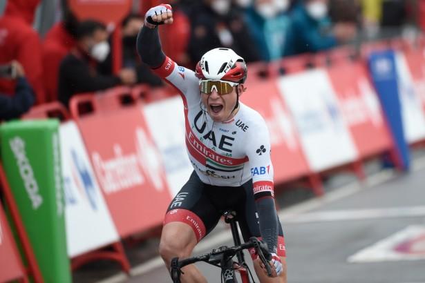 El belga Jasper Philipsen ganó la decimoquinta etapa de la Vuelta a España; Roglic sigue líder