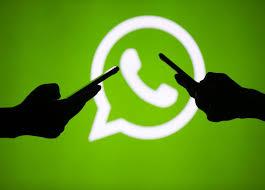 Cinco consejos para no caer en noticias falsas de WhatsApp en esta Navidad