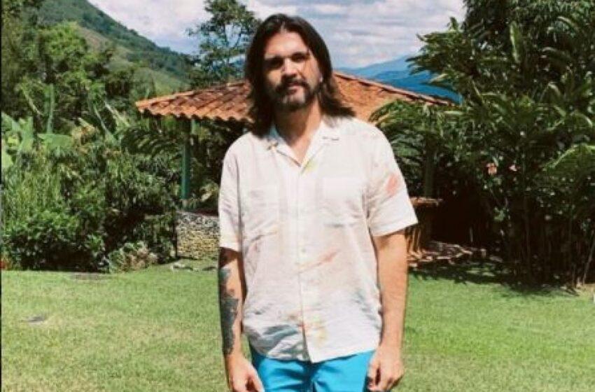 Cómo pasa el tiempo: Juanes celebra 16 años de su éxito musical 'La Camisa Negra'