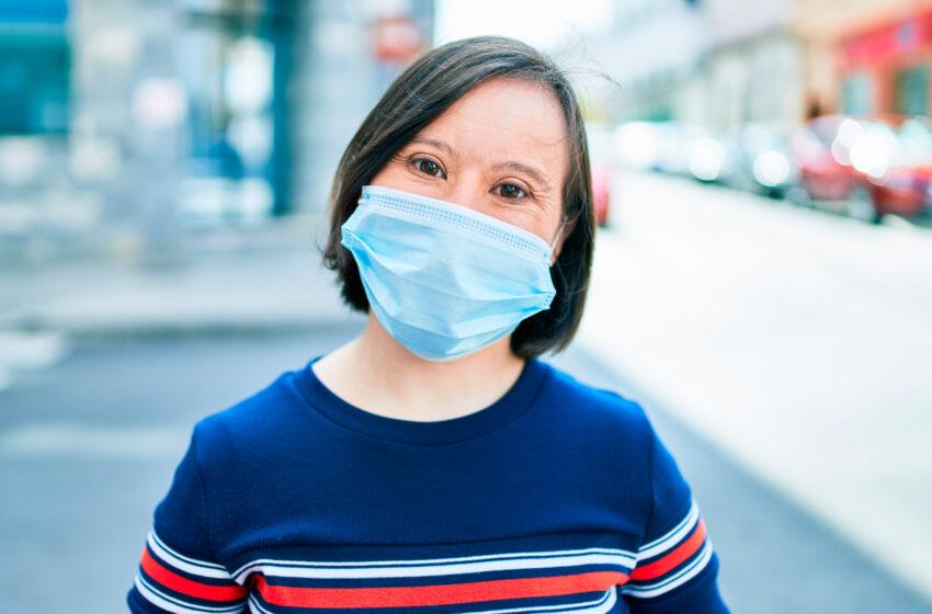 Urge priorizar en la fila de las vacunas a la población con síndrome de Down: exministro de Salud