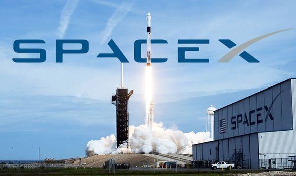 SpaceX espera llevar primeros turistas al espacio a finales del 2021