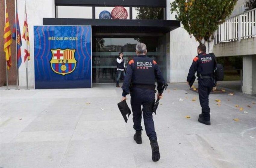 Registro policial a la sede del Barcelona por el escándalo 'Barçagate'