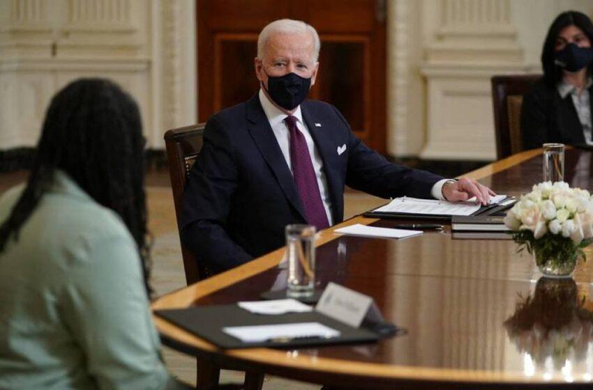 Le pedí tener en cuenta a quienes trabajamos por la comunidad: colombiana que estuvo con Joe Biden