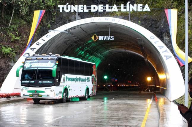 Gobierno no tendrá que retirar placa del túnel de La Línea