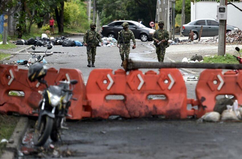 Fuerza pública debe ser contundente contra los vándalos y respetar las marchas pacíficas: MinDefensa